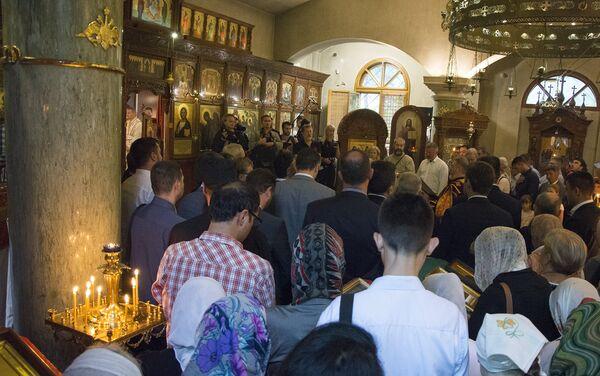 Препун храм Свете Тројице за време трајања литургије - Sputnik Србија