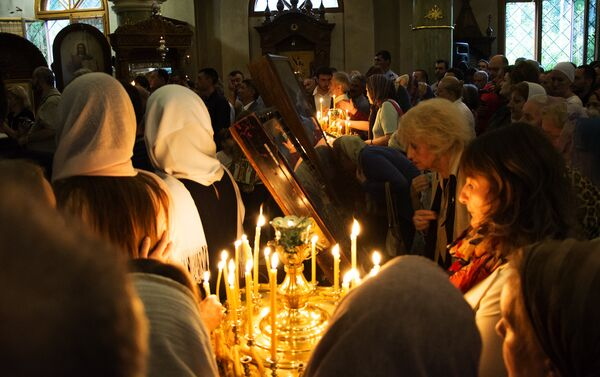 Храм Свете Тројице за време литургије - Sputnik Србија