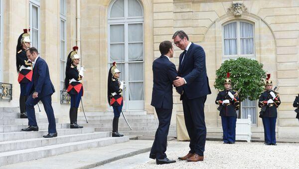 Председник Француске Емануел Макрон дочекује Александара Вучића - Sputnik Србија