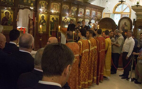 Литургија у храму Свете Тројице - Sputnik Србија