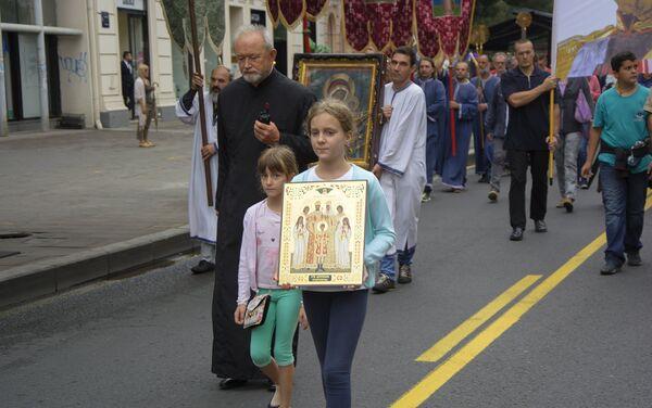 У литији су учествовали и најмлађи који су носили иконе - Sputnik Србија