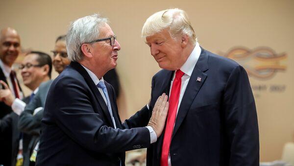 Predsednik SAD Donald Tramp i predsednik EK Žan-Klod Junker na samitu G20 - Sputnik Srbija