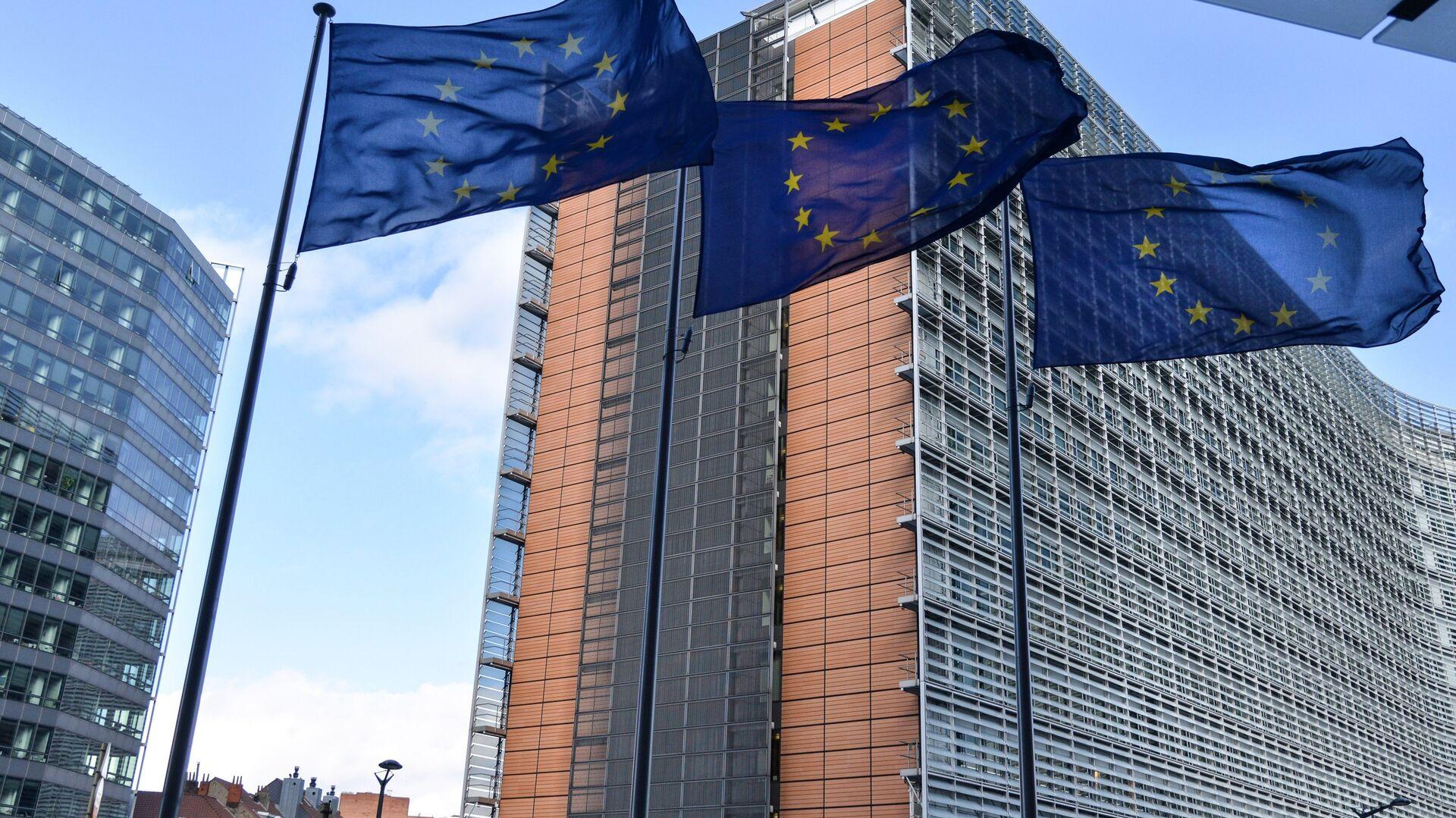 Zastave Evropske unije ispred sedišta EU u Briselu - Sputnik Srbija, 1920, 09.09.2021