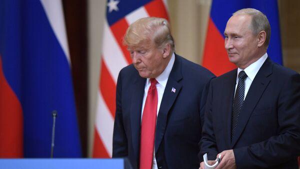 Predsednici SAD i Rusije, Donald Tramp i Vladimir Putin - Sputnik Srbija