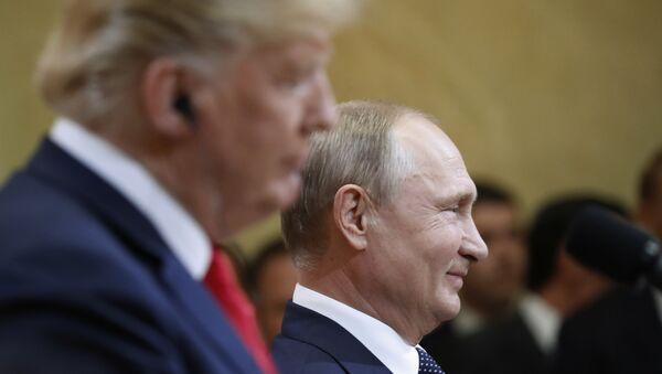 Председници САД и Русије, Доналд Трамп и Владимир Путин, на заједничкој конференцији за медије након састанка у Хелсинкију. - Sputnik Србија