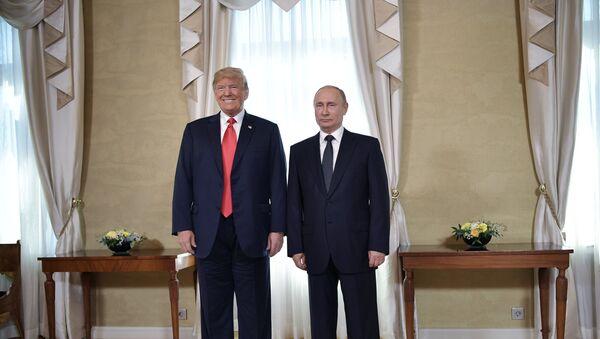 Predsednici SAD i Rusije, Donald Tramp i Vladimir Putin, na sastanku u Helsinkiju - Sputnik Srbija