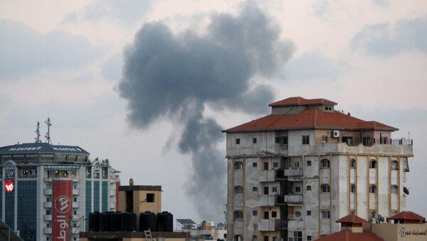Gaza zasuta izraelskim raketama - Sputnik Srbija