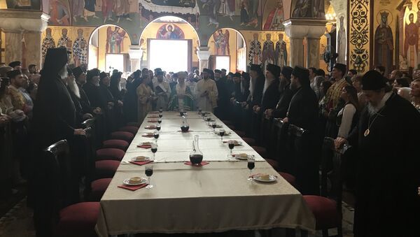 Srpski patrijarh Irinej sa sveštenstvom i vernicima u Sabornom hramu u Podgorici - Sputnik Srbija
