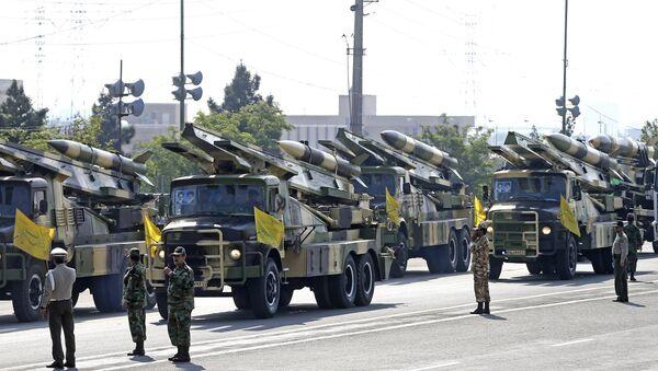 Raketni sistemi na paradi povodom iranskog Nacionalnog dana armije u Teheranu - Sputnik Srbija