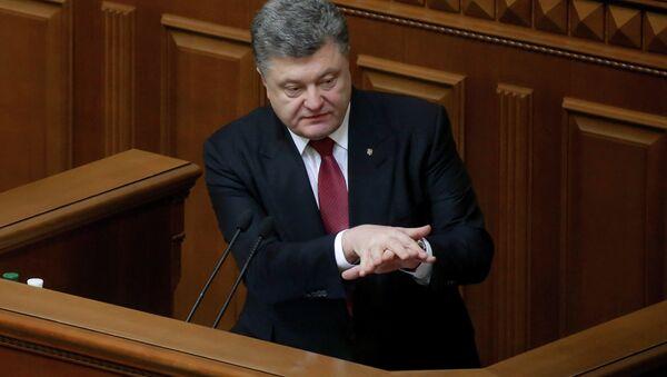 Predsednik Ukrajine Petro Porošenko obraća se ukrajinskom parlamentu - Sputnik Srbija