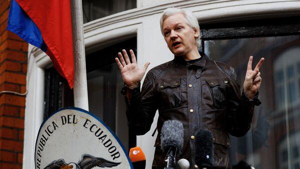 Оснивач Викиликса Џулијан Асанж у амбасади Еквадора у Лондону - Sputnik Србија
