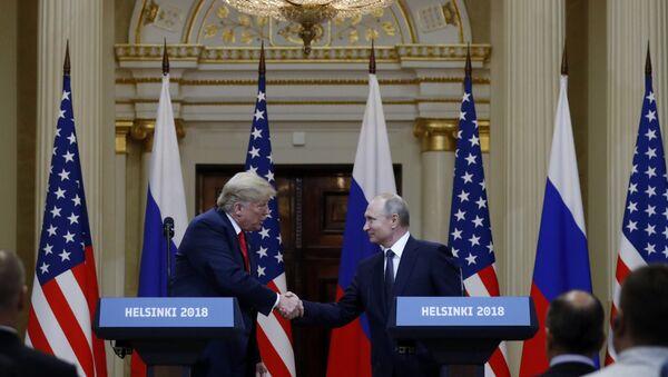 Председници САД и Русије, Доналд Трамп и Владимир Путин, на конференцији за медије у Хелсинкију - Sputnik Србија