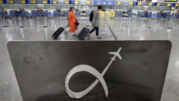 Путници на аеродрому у Атини, Грчка - Sputnik Србија