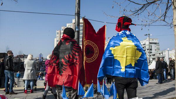 Zastave Albanije i Kosovo u Prištini - Sputnik Srbija