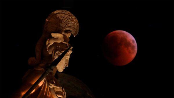 Krvavi mesec na nebu u Grčkoj - Sputnik Srbija