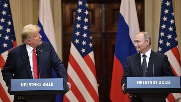 Prezident SŠA Donalьd Tramp i prezident RF Vladimir Putin na sovmestnoй press-konferencii po itogam vstreči v Helьsinki - Sputnik Srbija