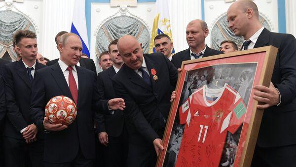 Владимир Путин са репрезентативцима Русије - Sputnik Србија