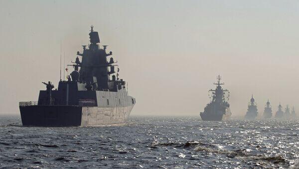 Ruski vojni brodovi na paradi za Dan mornarice - Sputnik Srbija