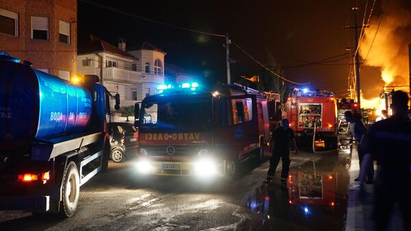 Na gašenju požara angažovano je 19 vozila i 62 vatrogasca - Sputnik Srbija