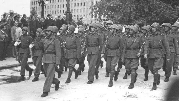 Српски добровољачки корпус - љотићевци, 22. јуна 1944. испред скупштине - Sputnik Србија
