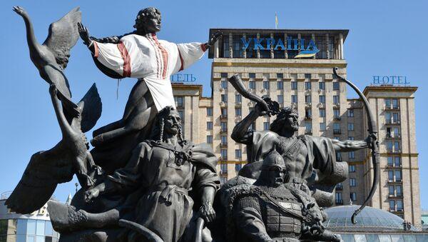 Spomenik osnivačima Kijeva - braći Kiju, Ščeku, Horivu i njihovoj sestri Libedi na Trgu nezavisnosti u Kijevu - Sputnik Srbija