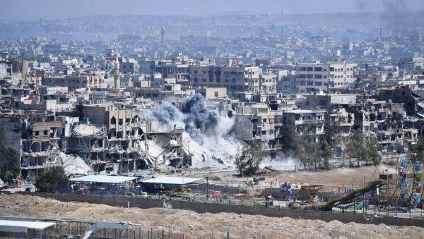 Razrušena stambena četvrt u izbegličkom kampu Jarmuk na jugu Damaska - Sputnik Srbija