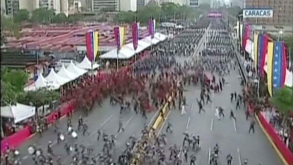 Pripadnici nacionalne garde Venecuele tokom napada drona na vojnoj paradi u Karakasu - Sputnik Srbija