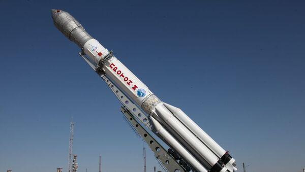 Raketa-nosač Proton M sa globalnim navigacionim svemirskim sistemom Glonas M na lansirnoj platformi kosmodroma Bajkonur - Sputnik Srbija