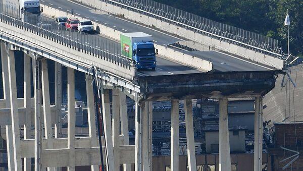 Вијадукт као да је пресечен: Возачи ових аутомобила и камиона памтиће 14. август 2018. до краја живота - Sputnik Србија