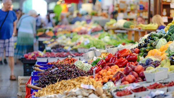 Voće i povrće na pijaci  - Sputnik Srbija