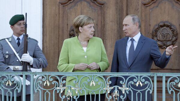 Ангела Меркел и Владимир Путин - Sputnik Србија