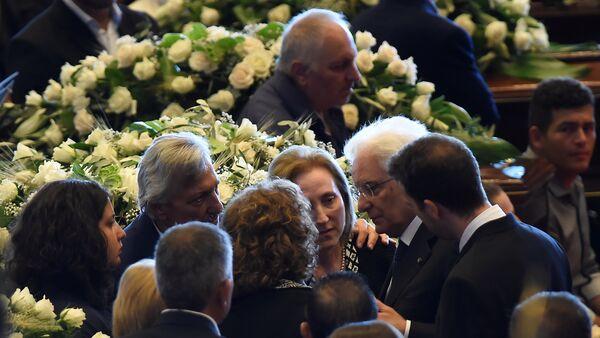 Италијански председник Серђо Матарела на сахрани жртава у Ђенови. - Sputnik Србија
