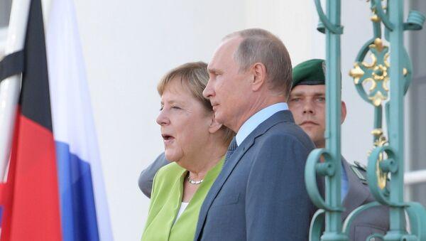 Predsednik Vladimir Putin i kancelarka Nemačke Angela Merkel u Berlinu - Sputnik Srbija