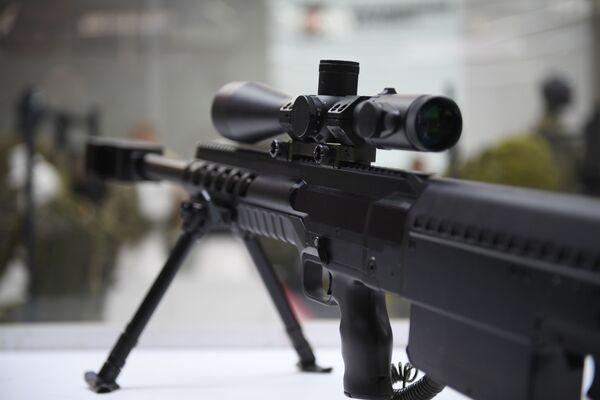 """Снајперска пушка великог калибра на презентацији нових машина концерна """"Калашњиков"""" у оквиру IV Међународног војно-техничког форума """"Армија 2018"""" - Sputnik Србија"""