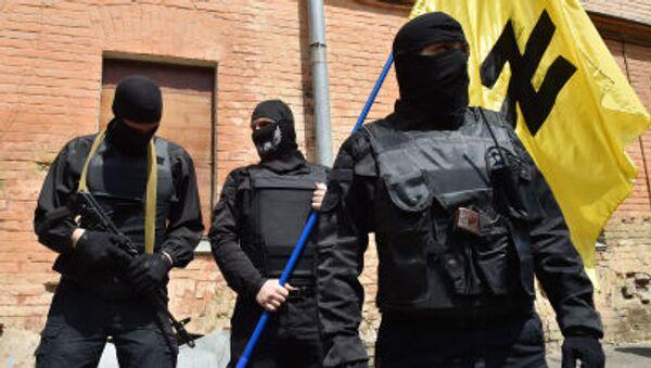 Припадници екстремистичког украјинског покрета Десни сектор у Кијеву - Sputnik Србија