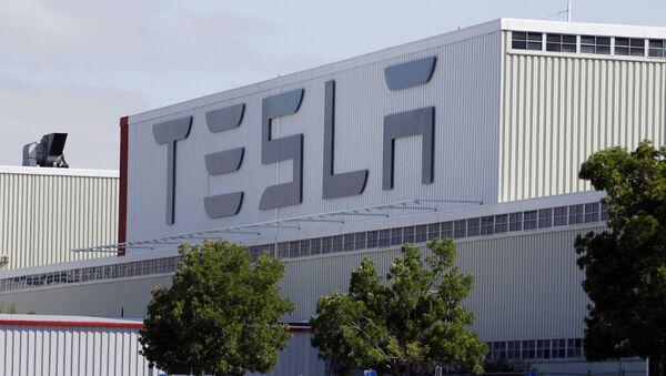 Фабрика Тесла у Фремонту у америчкој држави Калифорнија - Sputnik Србија