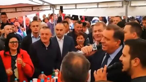 Dodik peva na Manjači - Sputnik Srbija