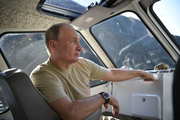 Президент РФ Владимир Путин во время отдыха в Саяно-Шушенском заповеднике  в Республике Тыва - Sputnik Србија