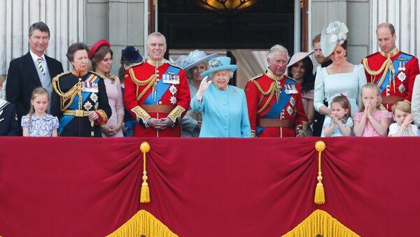 Британска краљевска породица на венчању принца Харија. - Sputnik Србија