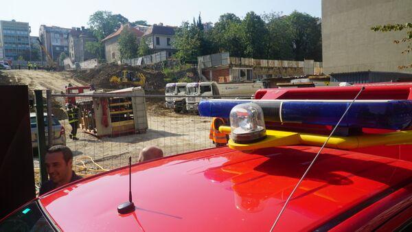 Возило хитне помоћи на градилишту у Београду на којем се срушио потпорни зид и погинуо један радник - Sputnik Србија