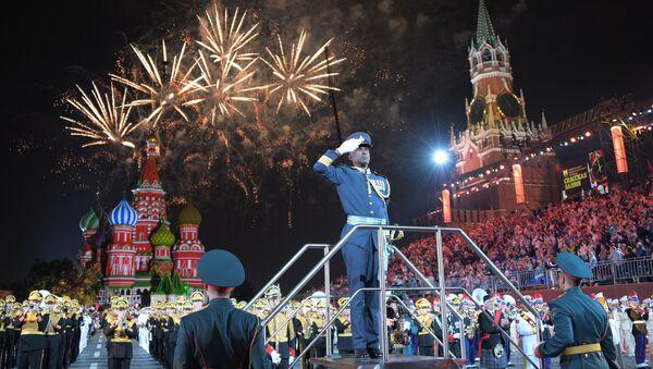 Zatvaranje Međunarodnog vojno-muzičkog festivala Spaska kula na Crvenom trgu u Moskvi - Sputnik Srbija