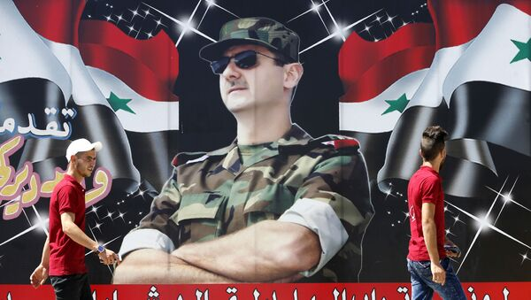 Plakat, izobražaющiй prezidenta Sirii Bašara Asada, na ulice v centre Damaska - Sputnik Srbija