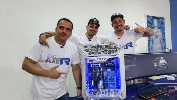 Ненад и Немања Ђорђевић и Душан Србљак - чланови AXE-R тима. - Sputnik Србија