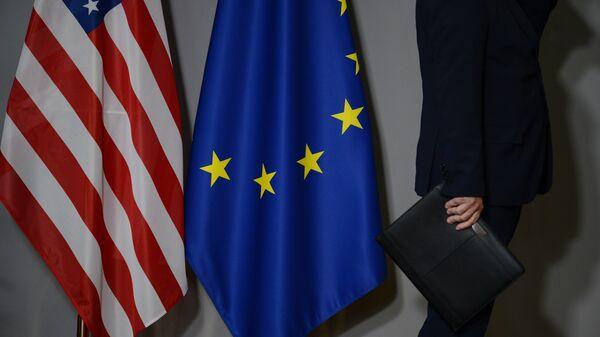 Zastave SAD i Evropske unije u Briselu - Sputnik Srbija