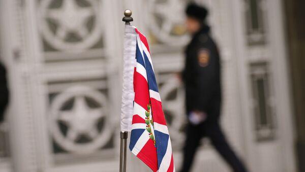 Застава Велике Британије испред амбасаде Русије у Лондону - Sputnik Србија