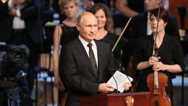 Predsednik Rusije Vladimir Putin na otvaranju koncertne dvorane Zarjadje u Moskvi - Sputnik Srbija