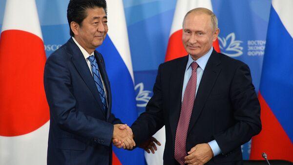 Vladimir Putini Šinzo Abe u Vladivostoku - Sputnik Srbija