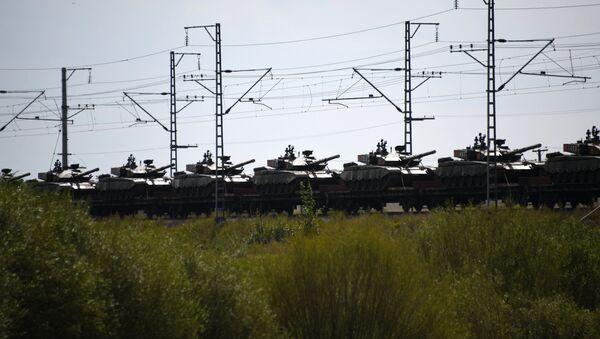 Ešaloni sa vojnicima i vojnom tehnikom kineske vojske koji će učestvovati na vojnim vežbama Vostok 2018 dolaze u Zabajkaljsk - Sputnik Srbija