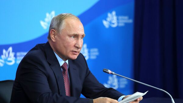 Predsednik Rusije Vladimir Putin na IV Istočnom ekonomskom forumu - Sputnik Srbija