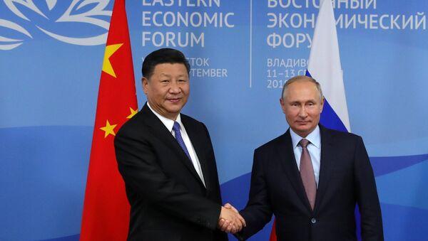 Predsednici Kine i Rusije, Si Đinping i Vladimir Putin, na Istočnom ekonomskom forumu u Vladivostoku - Sputnik Srbija